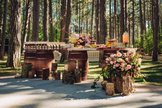 """banketnaya-ploshhadka-12-563x376 Стильная подача самой """"вкусной"""" свадебной зоны: оформляем банкетную площадку., картинка, фотография"""