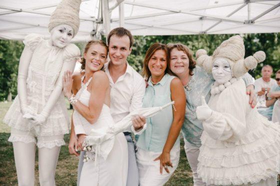 Artisty-na-svadbu-14-560x373 Чем удивить гостей на свадьбе. Артисты на свадьбу., картинка, фотография