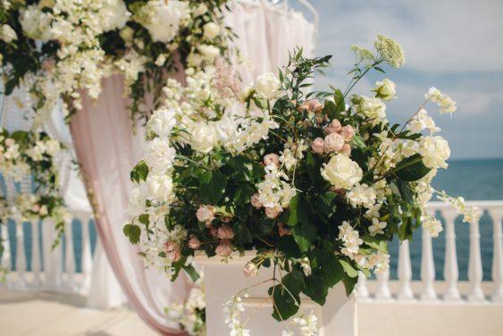 Svadebnaya-floristika-18-563x376 Цветы на свадьбу: три стиля свадебной флористики., картинка, фотография