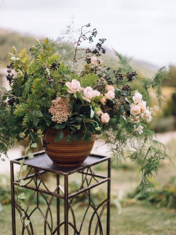 Svadebnaya-floristika-26-563x751 Цветы на свадьбу: три стиля свадебной флористики., картинка, фотография