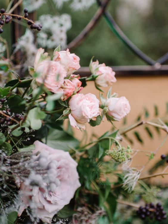Svadebnaya-floristika-29-564x751 Цветы на свадьбу: три стиля свадебной флористики., картинка, фотография