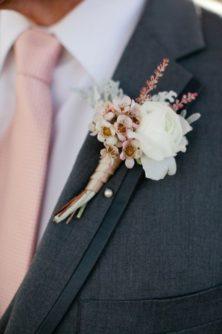 butonerka-zeniha-1-222x334 Оформление свадьбы цветами, картинка, фотография