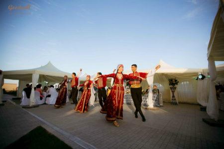 krasivaya-vuezdnaya-ceremoniya-v-Krymu-4-450x300 Выездная церемония: цена праздника, картинка, фотография
