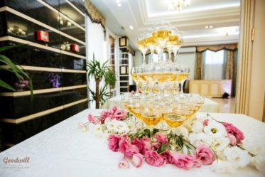 svadebnyi-banket-Krym-2-373x249 Выездная церемония: цена праздника, картинка, фотография