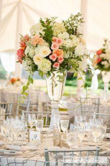 neznye-cvety-na-svadbu-v-Krymu-1-217x327 Цветы на свадьбу: выбираем сами и с флористом, картинка, фотография