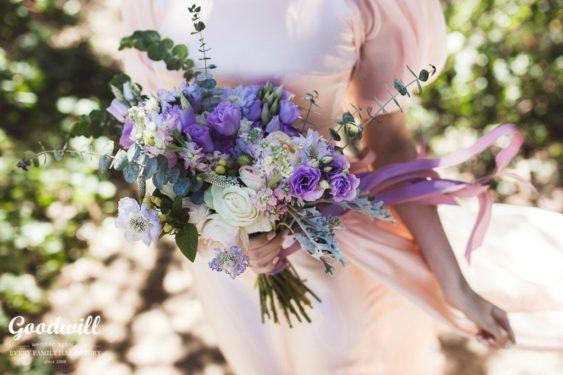 neznye-cvety-na-svadbu-v-Krymu-3-563x375 Цветы на свадьбу: выбираем сами и с флористом, картинка, фотография