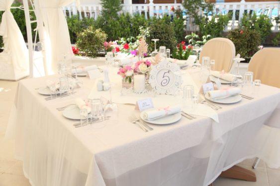 arenda-mebeli-na-svadbu-1-563x375 Организация свадьбы в Крыму: как за границей, только дешевле и проще, картинка, фотография
