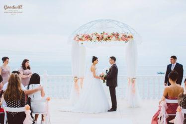 krasivaya-svadba-v-yalte-374x249 Свадьба в Ялте: красота и очарование Южного берега, картинка, фотография