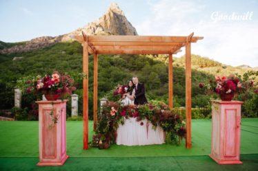 vyezdnaya-ceremoneya-v-Krymu-1-374x249 Организация свадьбы в Крыму: главные тенденции 2017 года, картинка, фотография