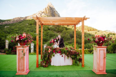 dekor-svadby-v-krymu-3-1-1024x681-374x249 Декор свадьбы в Крыму, картинка, фотография