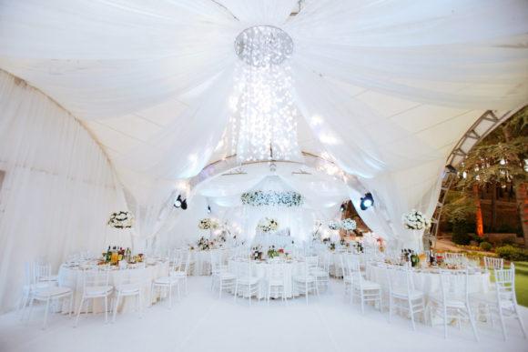 shater-na-svadby-v-Krymu-1024x683-580x387 Свадьба в шатре в Крыму: оригинально и красиво, картинка, фотография