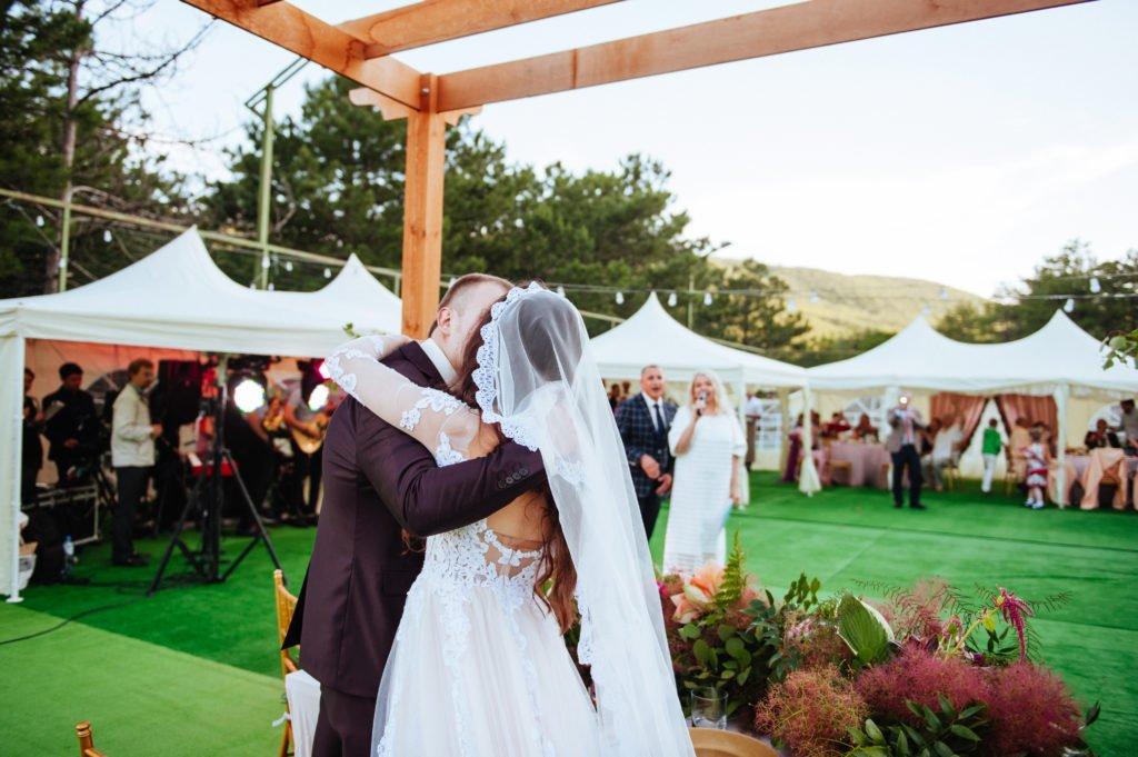 svadba-v-shatre-v-krymu-1024x681 Свадьба в шатре в Крыму: оригинально и красиво, картинка, фотография