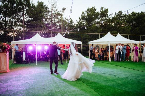 svadba-v-shatre-v-krymu-5-1024x681-564x375 Свадьба в шатре в Крыму: оригинально и красиво, картинка, фотография
