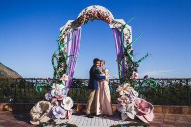 vyezdnaya-ceremoniya-v-krymu-1-6-1024x683-374x249 Выездная церемония в Крыму, декор, картинка, фотография