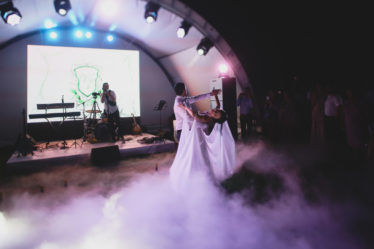 svadba-v-krymu-stoimost-270318_31-374x249 Свадьба в Крыму: стоимость организации, картинка, фотография