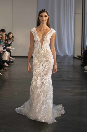 trendy-svadebnykh-platev-2019-16-372x563 Свадебное платье 2019: самые стильные тренды, картинка, фотография