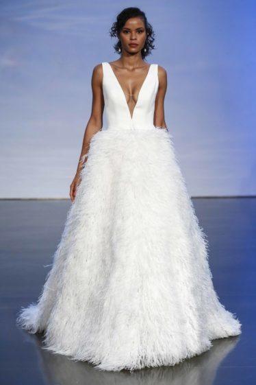 trendy-svadebnykh-platev-2019-18-374x561 Свадебное платье 2019: самые стильные тренды, картинка, фотография