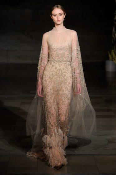 trendy-svadebnykh-platev-2019-19-373x561 Свадебное платье 2019: самые стильные тренды, картинка, фотография