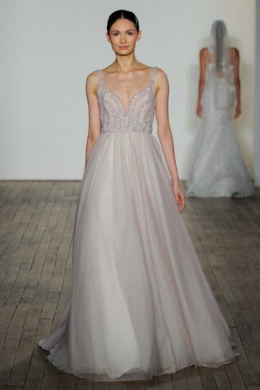 trendy-svadebnykh-platev-2019-21-374x562 Свадебное платье 2019: самые стильные тренды, картинка, фотография