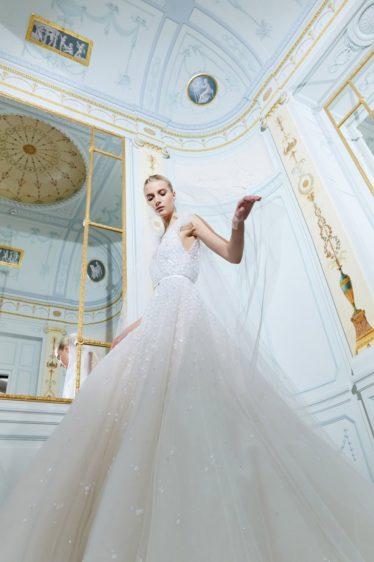 trendy-svadebnykh-platev-2019-22-374x562 Свадебное платье 2019: самые стильные тренды, картинка, фотография