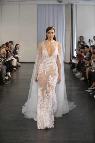 trendy-svadebnykh-platev-2019-25-374x562 Свадебное платье 2019: самые стильные тренды, картинка, фотография