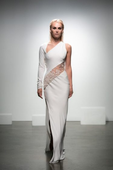 trendy-svadebnykh-platev-2019-26-374x562 Свадебное платье 2019: самые стильные тренды, картинка, фотография