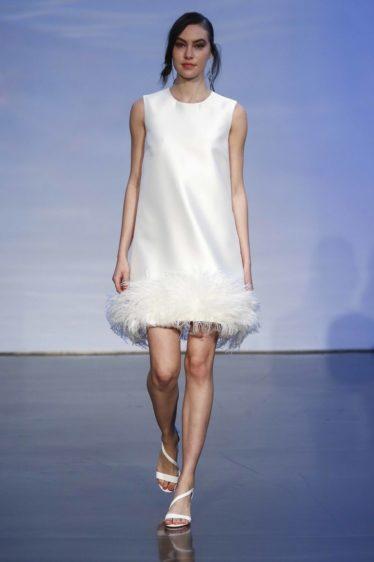 trendy-svadebnykh-platev-2019-7-374x562 Свадебное платье 2019: самые стильные тренды, картинка, фотография