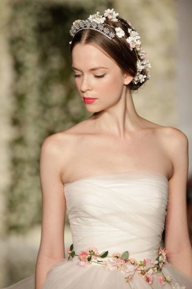 svadebnye-salony-v-yalte-6-375x562 Свадебные салоны в Ялте, картинка, фотография
