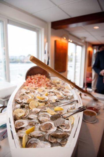 svadba-na-yahte-v-krymu-10-359x539 Свадьба на яхте в Крыму: все, что нужно знать о морском путешествии в новую жизнь, картинка, фотография