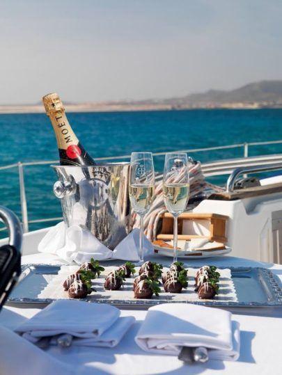 svadba-na-yahte-v-krymu-8-405x539 Свадьба на яхте в Крыму: все, что нужно знать о морском путешествии в новую жизнь, картинка, фотография