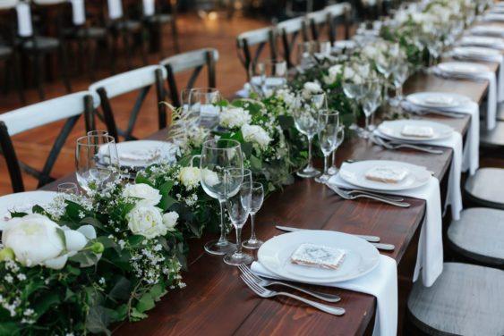 oformlenie-zala-10-563x376 Оформление зала для свадьбы. Разбираем по деталям, картинка, фотография