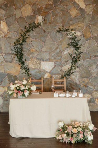 oformlenie-zala-3-1-375x562 Оформление зала для свадьбы. Разбираем по деталям, картинка, фотография