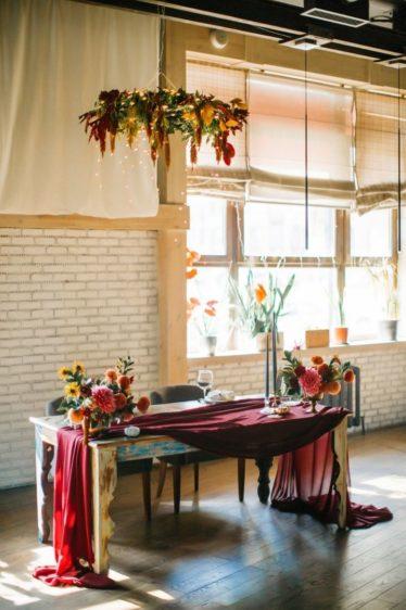 oformlenie-zala-8-374x562 Оформление зала для свадьбы. Разбираем по деталям, картинка, фотография