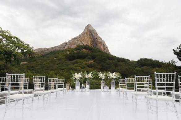 svadba-v-krymu-na-ville-1-585x390 Свадьба в Крыму на вилле. Важные отличия от свадьбы в ресторане, картинка, фотография