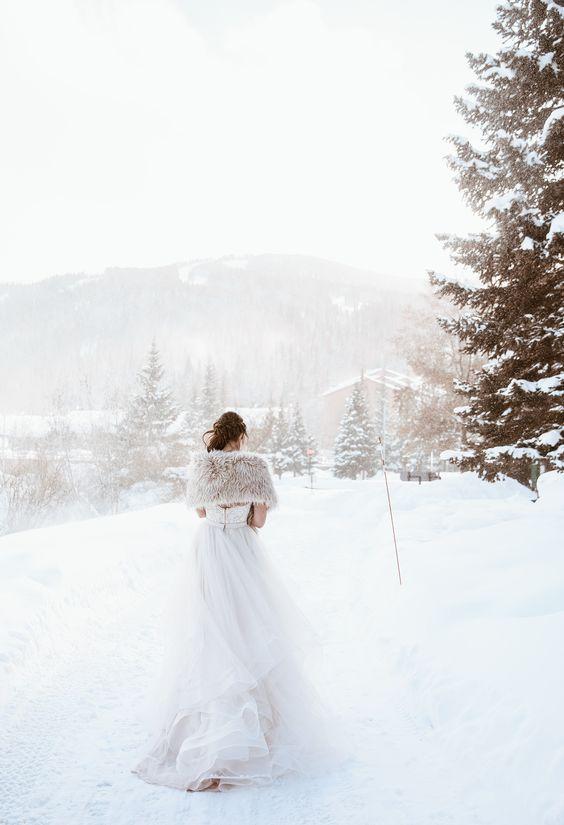 plate-zimoj-12 Платье невесты зимой: лайфхак «Как сделать свой образ незабываемым», картинка, фотография