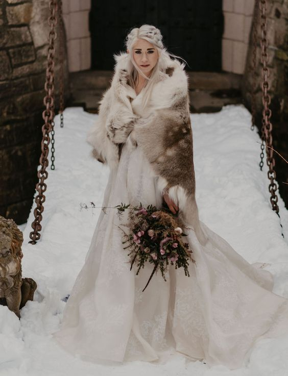 plate-zimoj-8 Платье невесты зимой: лайфхак «Как сделать свой образ незабываемым», картинка, фотография